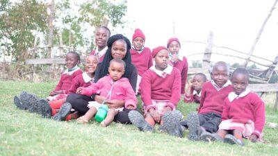 Rebecca mit den Kindern
