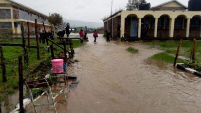 Die Gebäude des Waisenhauses Tumaini stehen unter Wasser