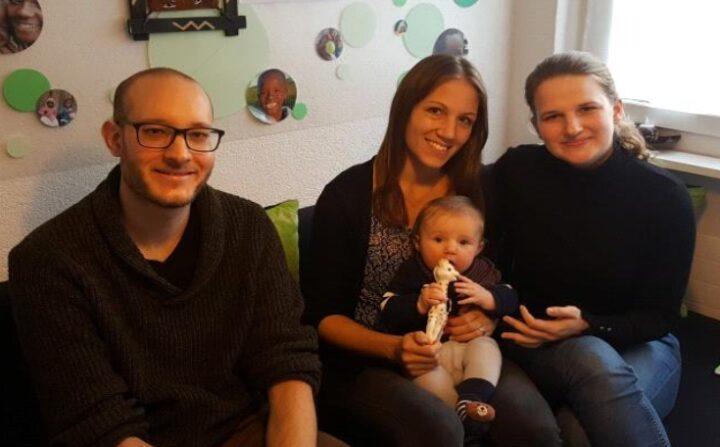 Drei Personen des Vorstands im Büro von GOA Schweiz